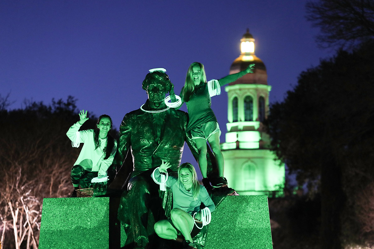On the first week of the spring semester, statues, benches, swings and walkways were donned with glowing green lights to signal a new chapter at Baylor.