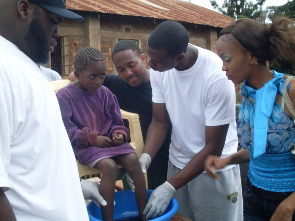 News - Baylor Athletes Aid Jigger Victims On African Mission 10.06.23, 6 of 6