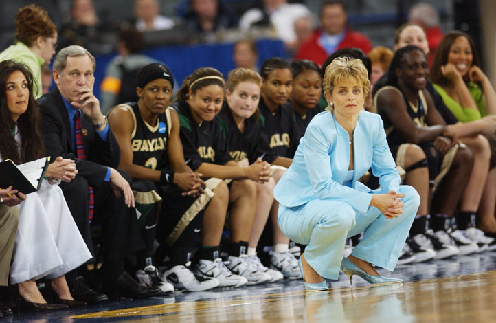 wbb team on sidelines