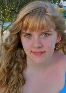 Hannah Schell Headshot