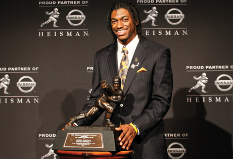 Robert Griffin III poses with his newly won Heisman Award