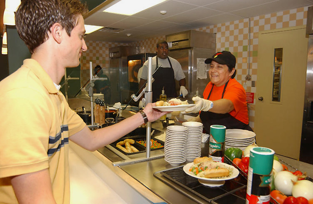 Baylor Dining Services Cooking Up New Ways To Feed Hungry University Media And Public Relations Baylor University