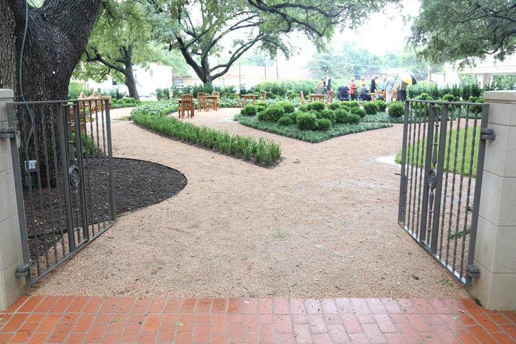 Baylor Dedicates Garden Of Contentment At Armstrong Browning
