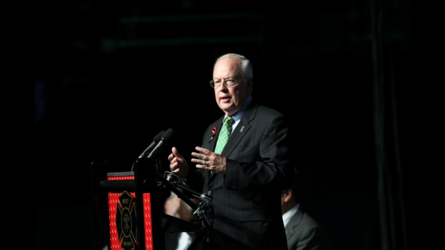 Ken Starr at West Memorial