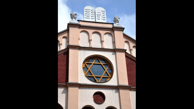 Happiness and synagogue