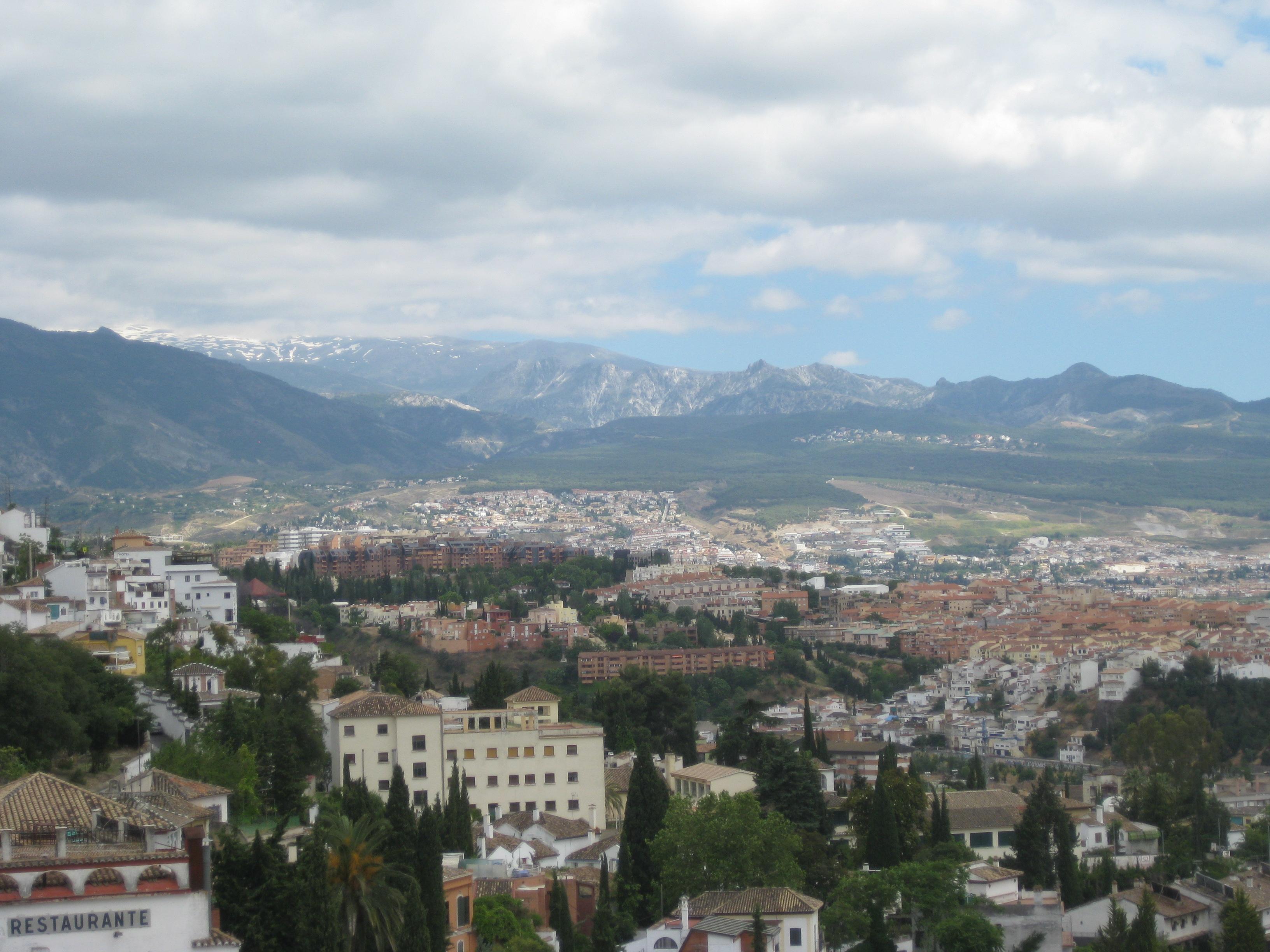 Granada view w Sierra Nevada
