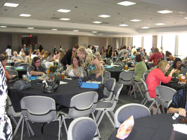 It was a packed house to listen to Holly Tucker sing at the STEPP Luncheon.