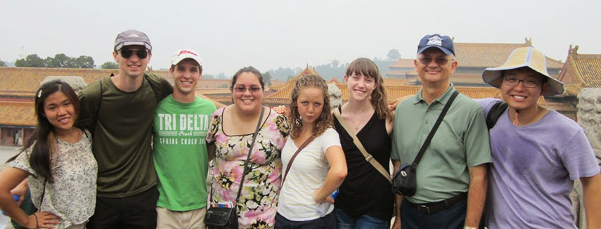 Baylor students in Asian village