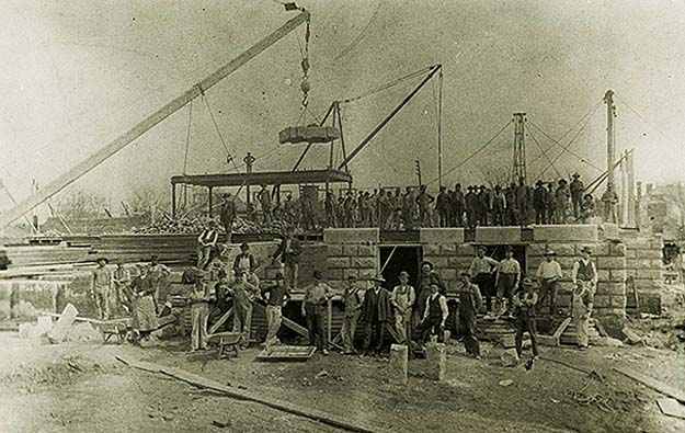 Courthouse Construction Begins (1900)