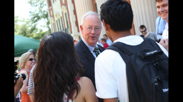 President Starr Greets Students on First Day