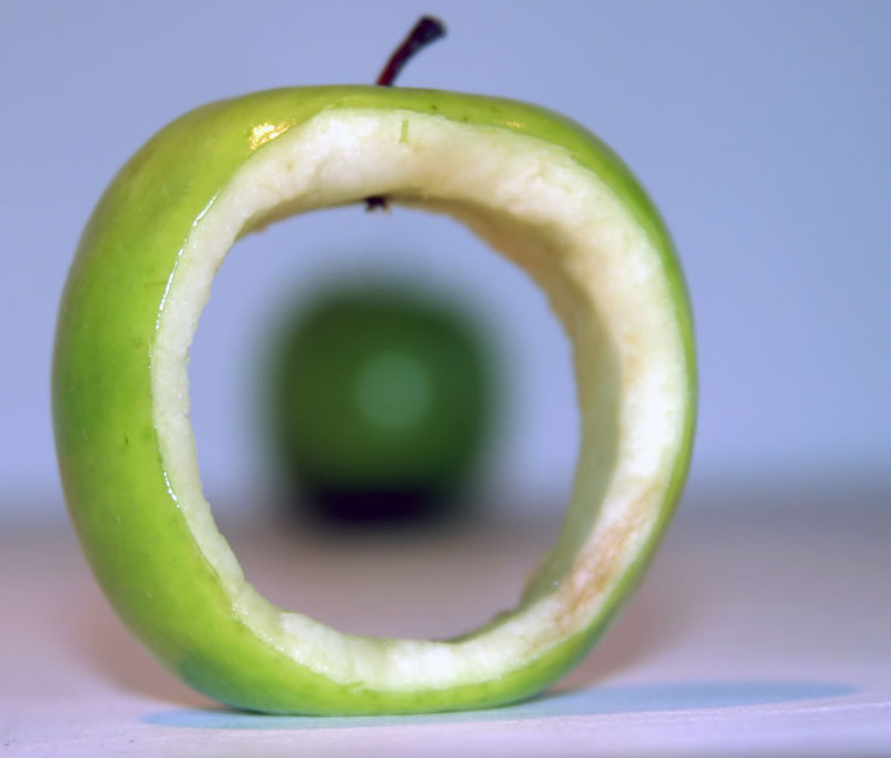 Apple with hole (w x h, 0 KB)