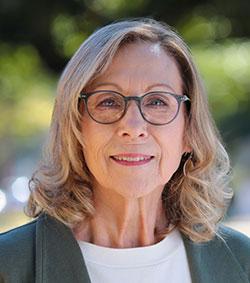 Lisa Langlotz, C.R.A.