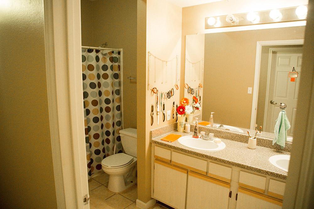 4 bedroom Apartment-Bath