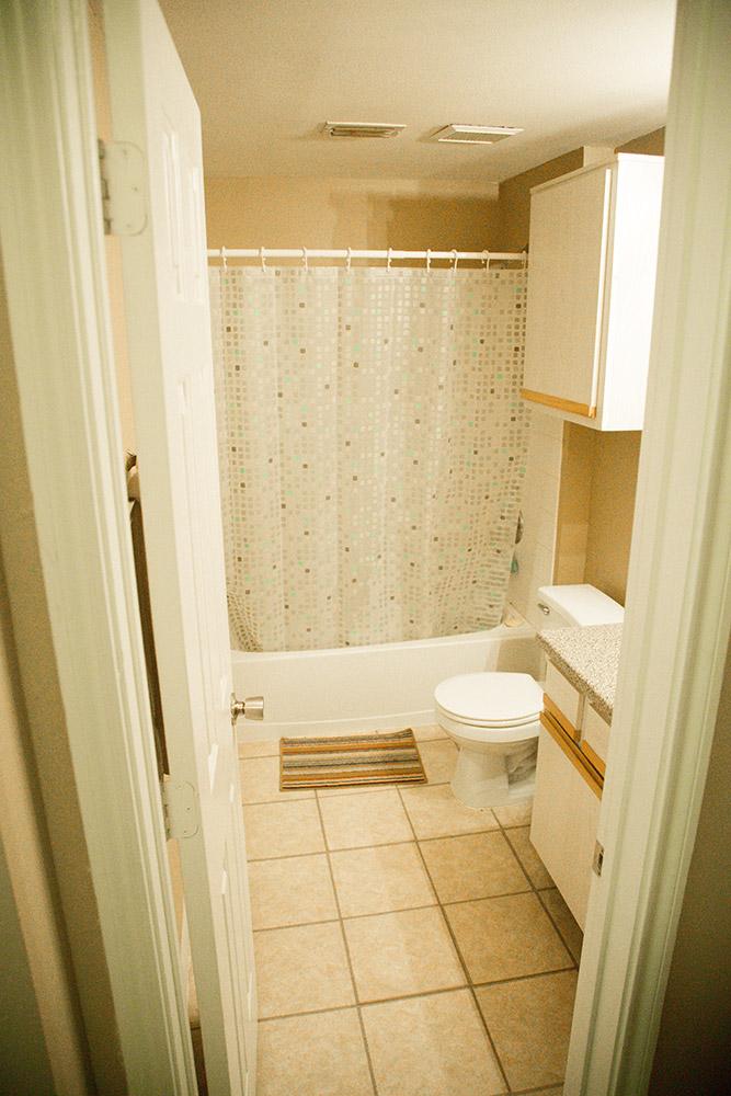 3 bedroom Apartment-Bath