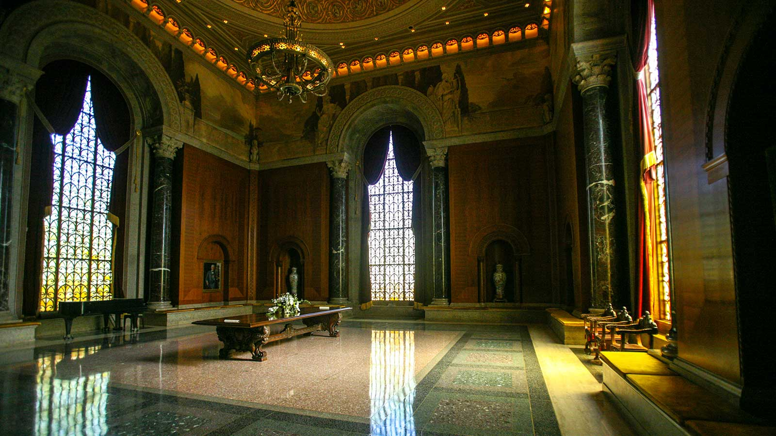 The McLean Foyer of Meditation within the Armstrong Browning Library takes its inspiration from Leighton House in London.