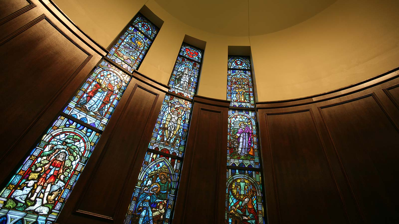 In the Baptist tradition of Baylor University, the Robbins Chapel provides a spiritually inspiring location for personal or small group worship and prayer.