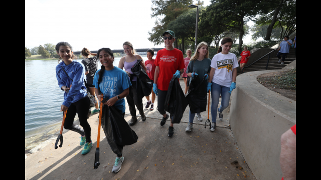Full-Size Image: Steppin' Out Students with President Livingstone