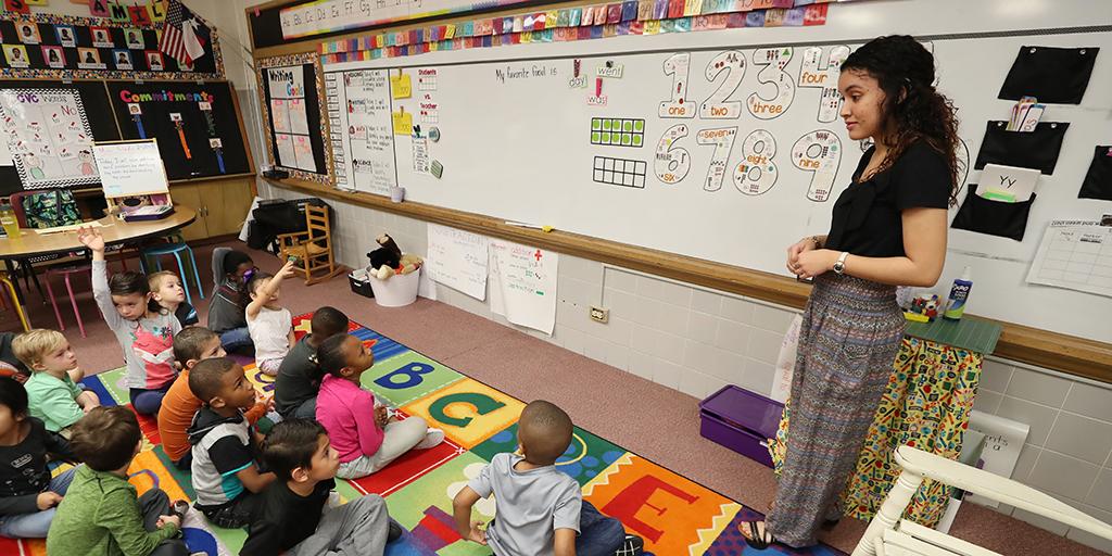 Andrea Toledo teaching