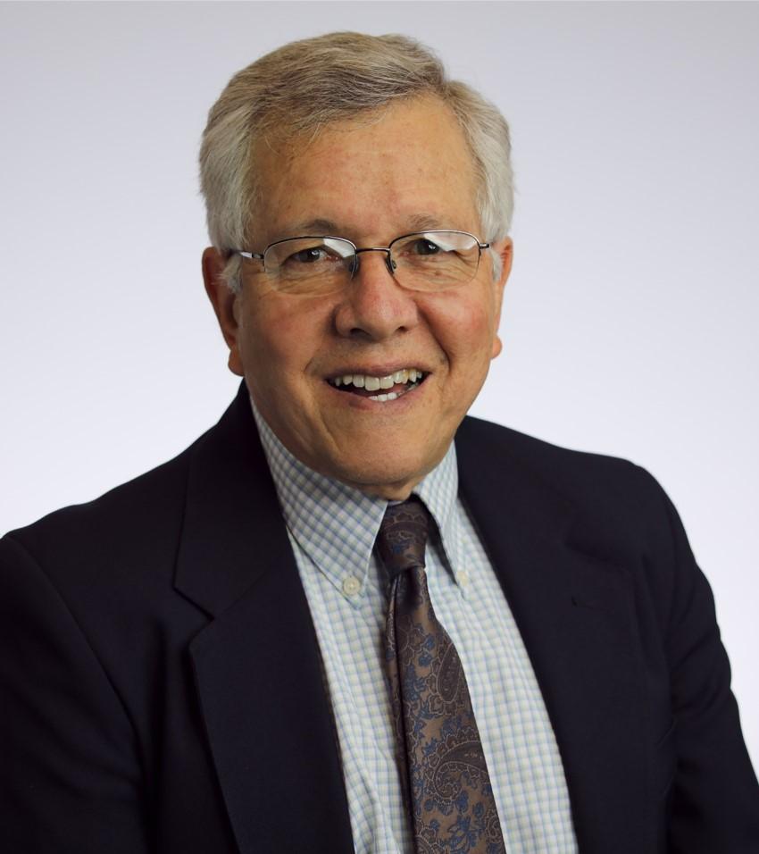 Dr. Carlos E. Manzanares