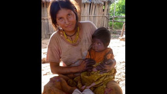 tsimane women w child