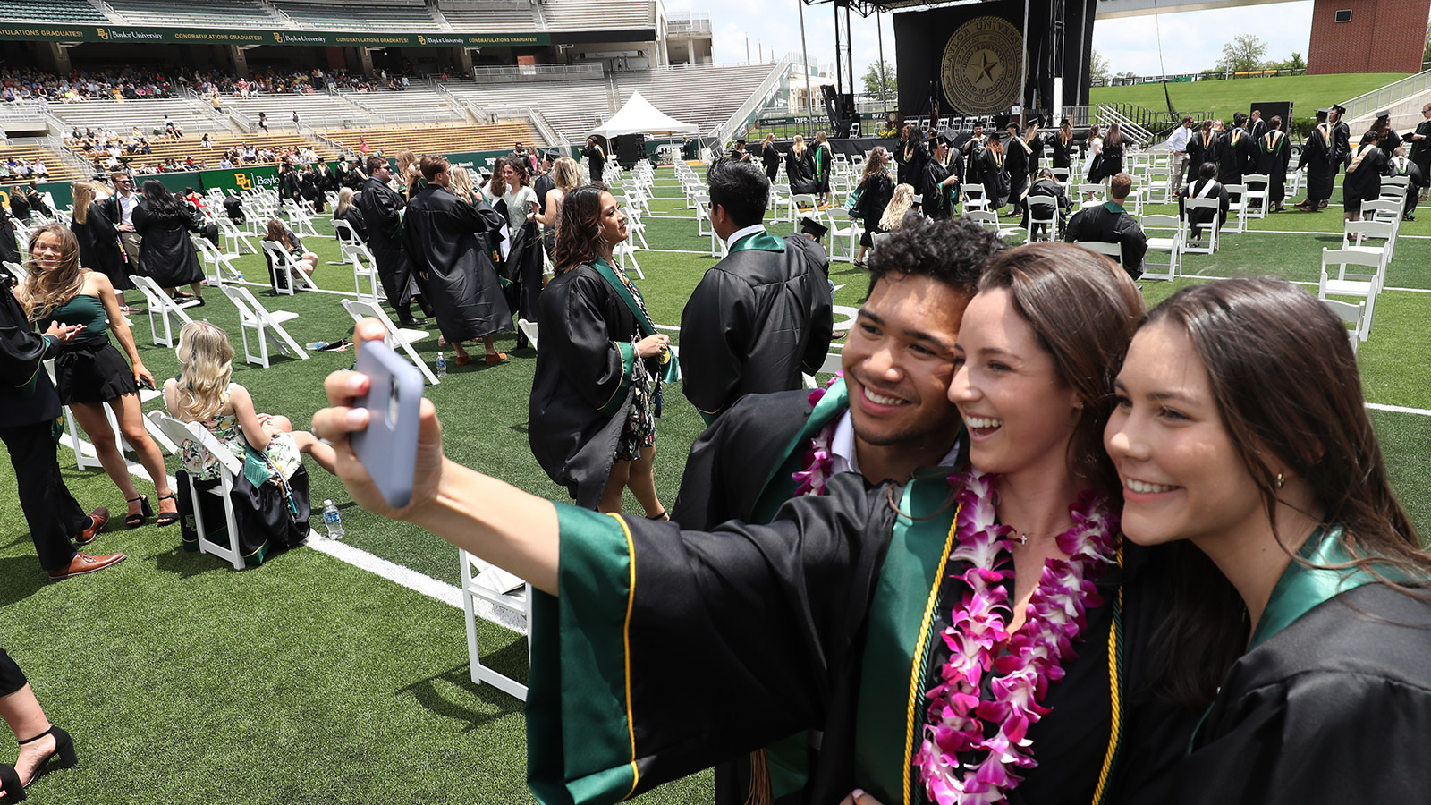 Sic 'em Graduates!